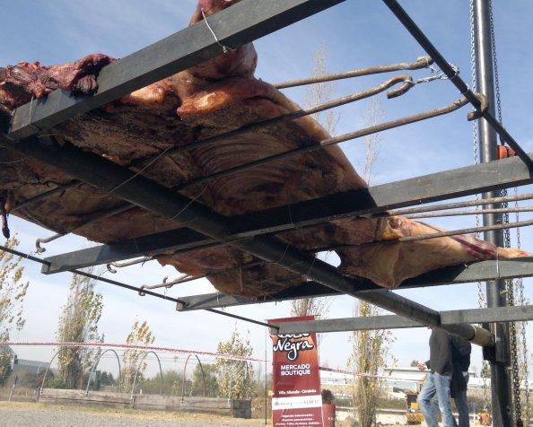 La vaca entera que hizo Aram Lange en El GranVidrio