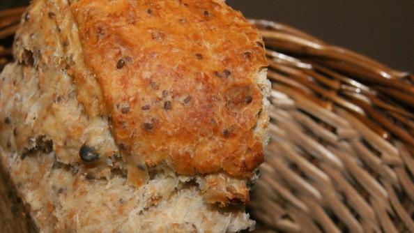 Pan con semillas y aceite de oliva